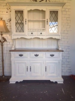 SOLD !!'mFrench cottage chic China hutch