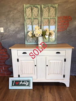 Cottage chic sideboard